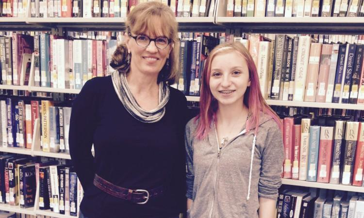 Author Leslie Connor and Freshman Shelby Alfano