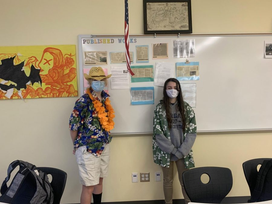 Maggie West, JayLee Milhomme- Tacky Tourist Day