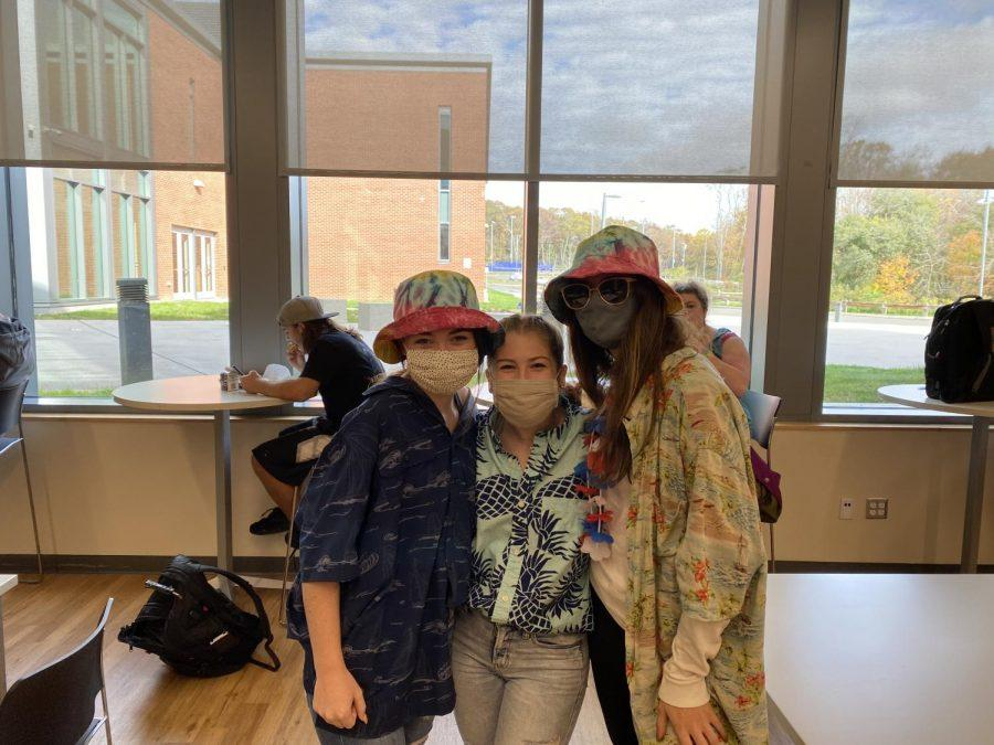 Emma Powers, Kate Robinson and Ava Zirlis - Tacky Tourist