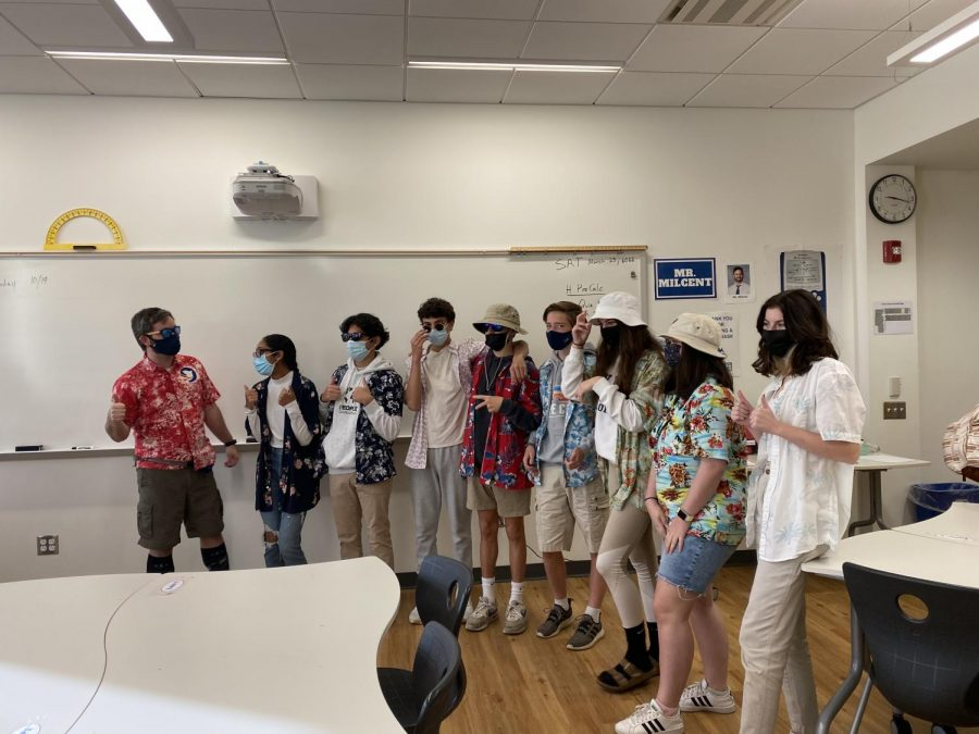 Class dresses up as tacky tourists for spirit week