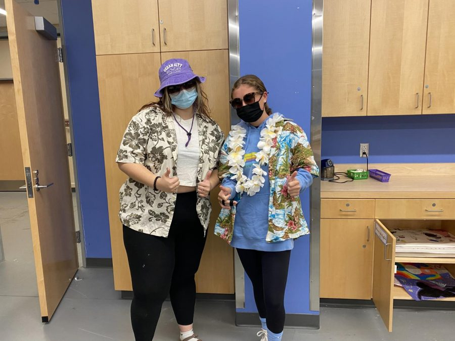Two students dress up as tacky toursist for spirit week