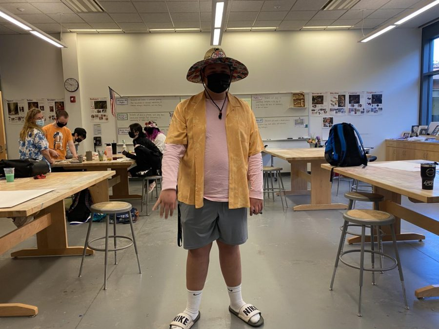 Students dress up as tacky tourist for spirit week